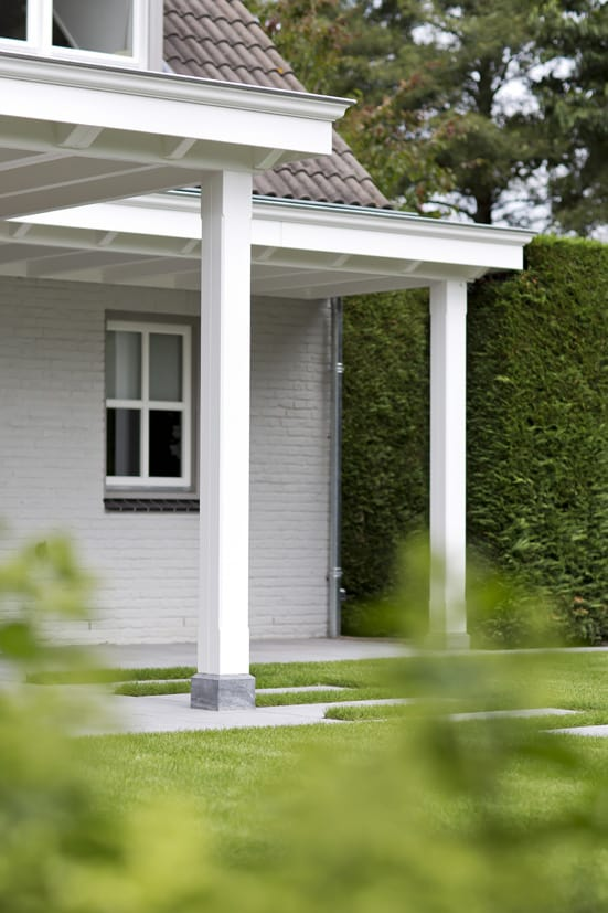 Houten-veranda-wit-met-klossen-47