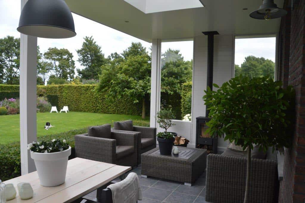 sfeervol uitgevoerd te stevensweert klassieke veranda. Black Bedroom Furniture Sets. Home Design Ideas