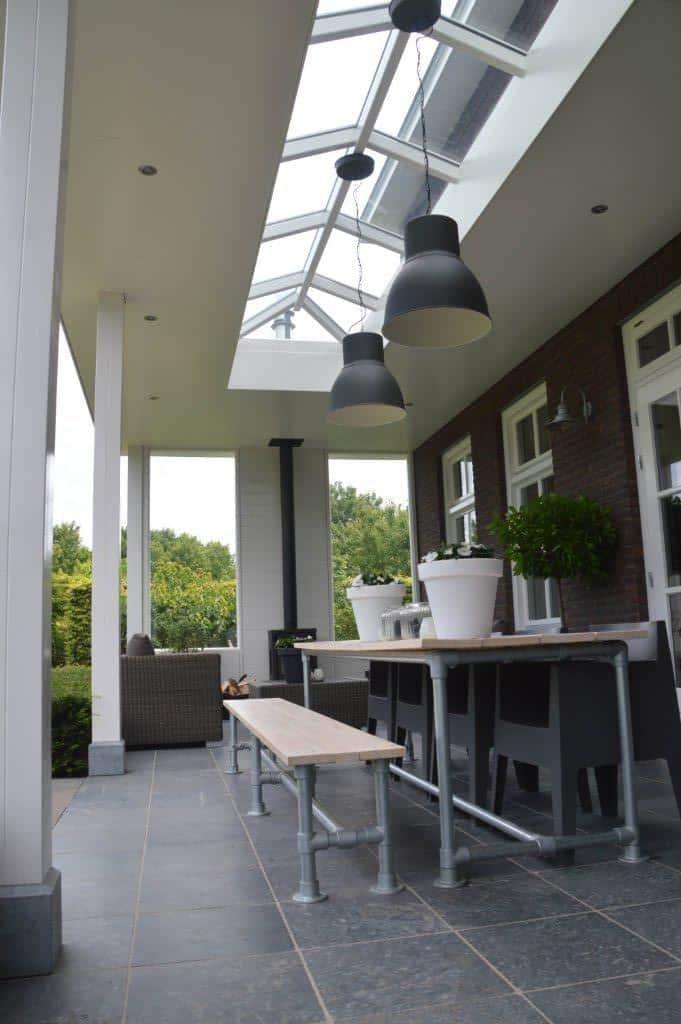 Sfeervolle-veranda-aan-herenhuis-Stevensweert-04