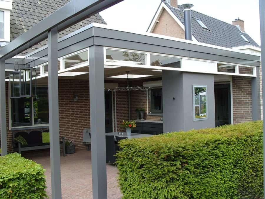 Landelijke veranda in klassieke stijl met lichtstraat zadeldak for Weekendje weg huisje open haard